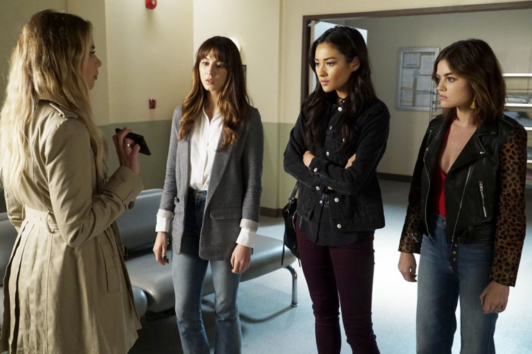 Hanna and the Pretty Little Liars in a hospital in Season 7 Episode 13
