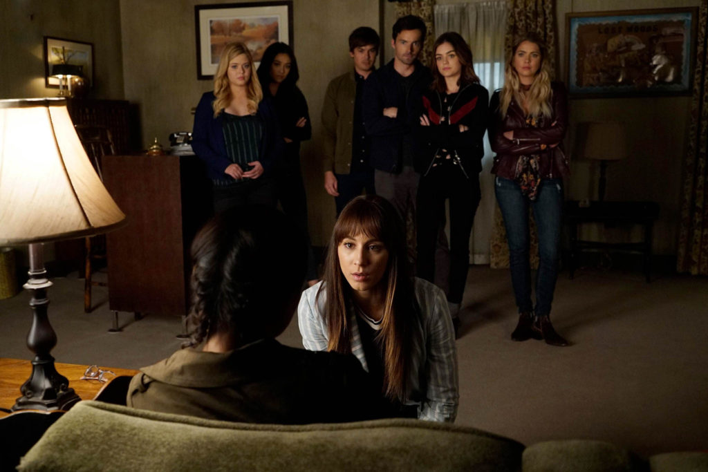 A scene from Pretty Little Liars Season 7 Episode 19